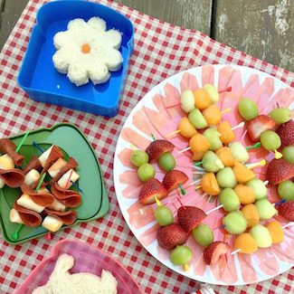 5 Easy Ways to Make Picnic Food Fun plus a Picnic Packing List