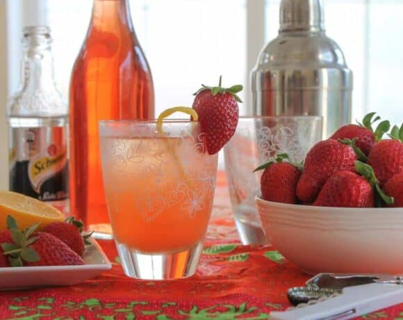 Sparkling Strawberry Cocktail #SundaySupper #FLStrawberry