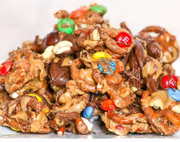 Quick Chocolate Peanut Butter Pretzel Mix #SundaySupper