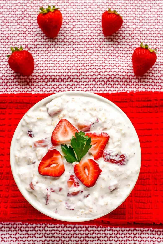 Strawberry Cheesecake Overnight Oats (No Bake)