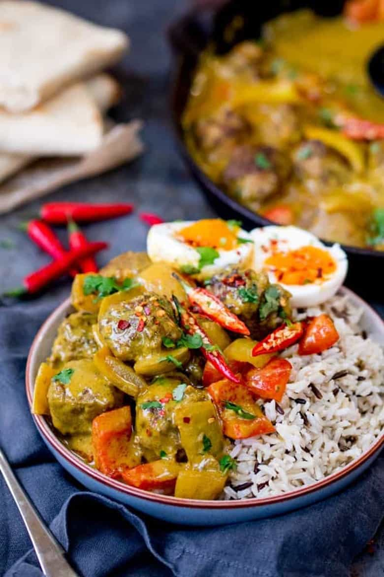 Chinese Style Curry with Juicy Meatballs