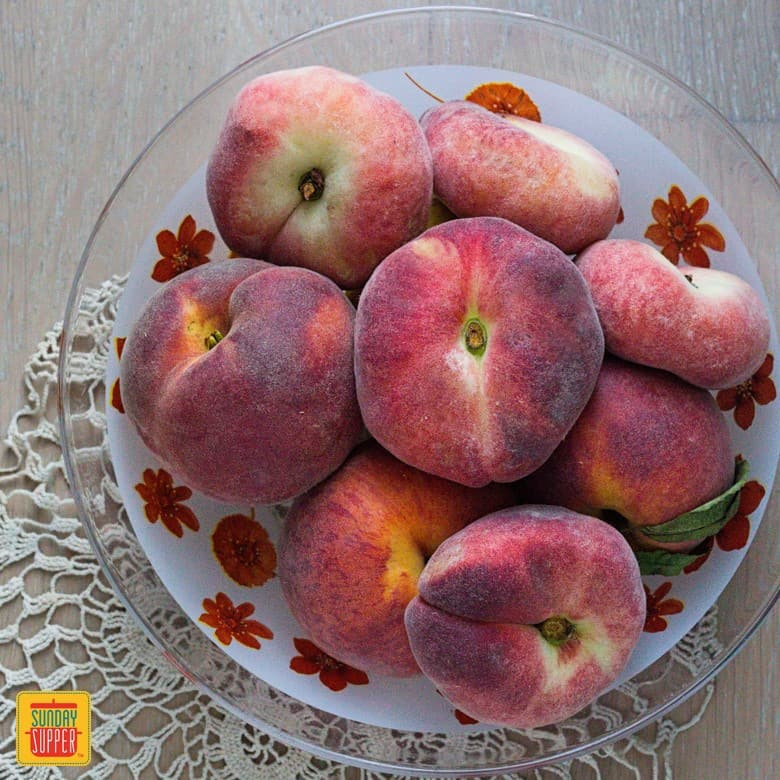 Peach Health Benefits - Different kinds of peaches in a bowl