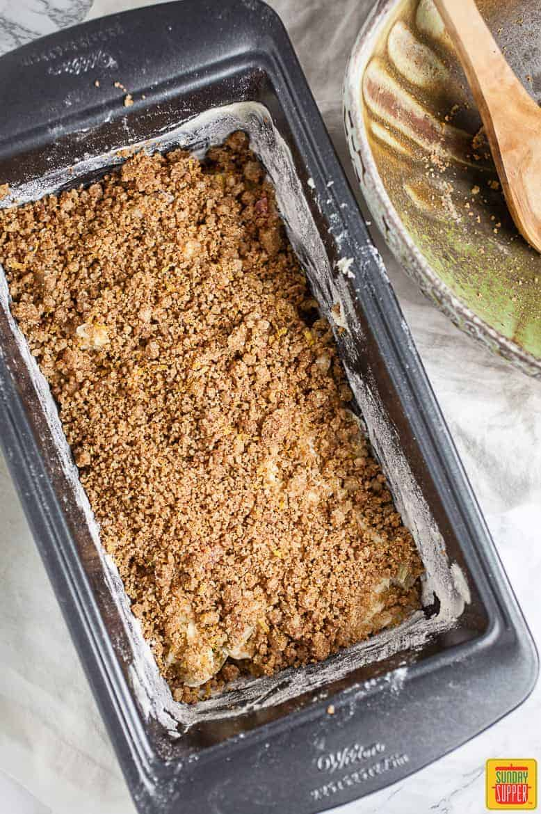 Rhubarb bread: the smooth streusel topping layer in the baking pan