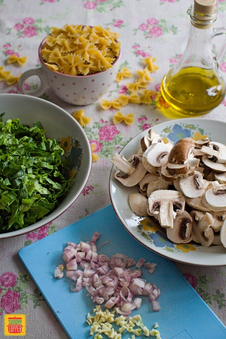 Ingredients for the mushroom spinach pasta