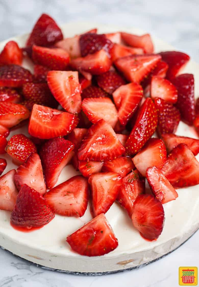 Sliced strawberries for Carlota de Limon