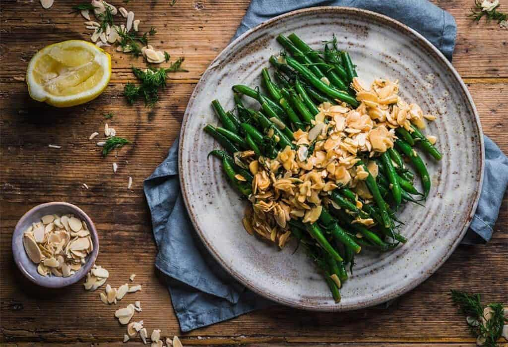 Green bean with buttery almonds