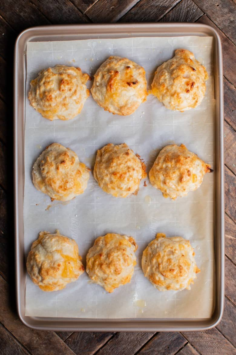 Side dishes for bbq: Bisquick cheddar garlic biscuits by Vintage Recipe Tin