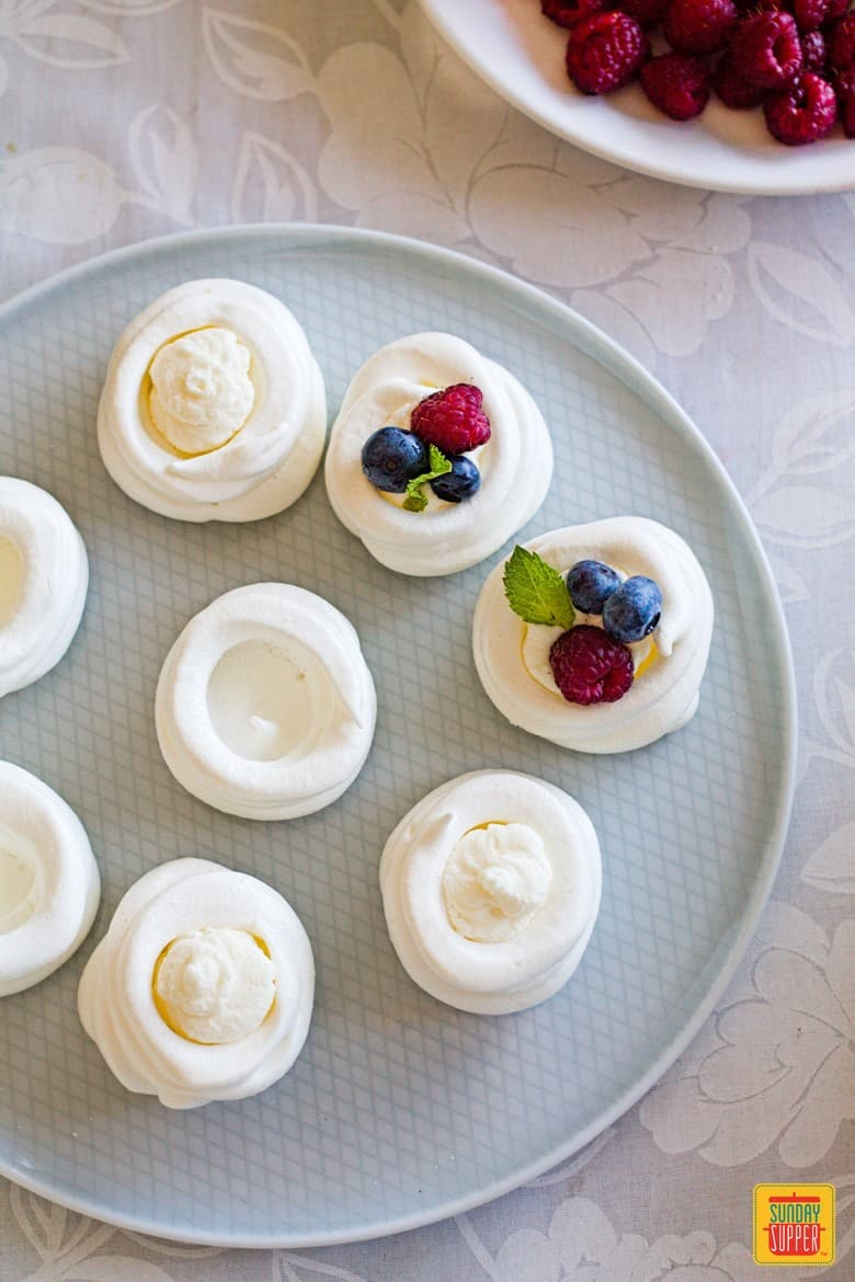 Preparation of mini pavlovas: adding the filling