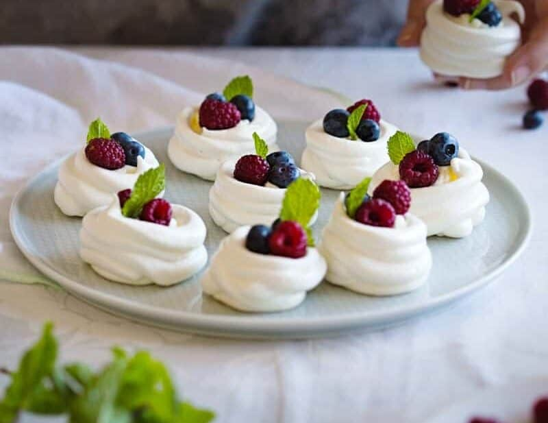 Mini pavlovas served in a plate