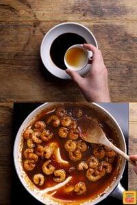 how to make chinese prawns: thickening the sauce