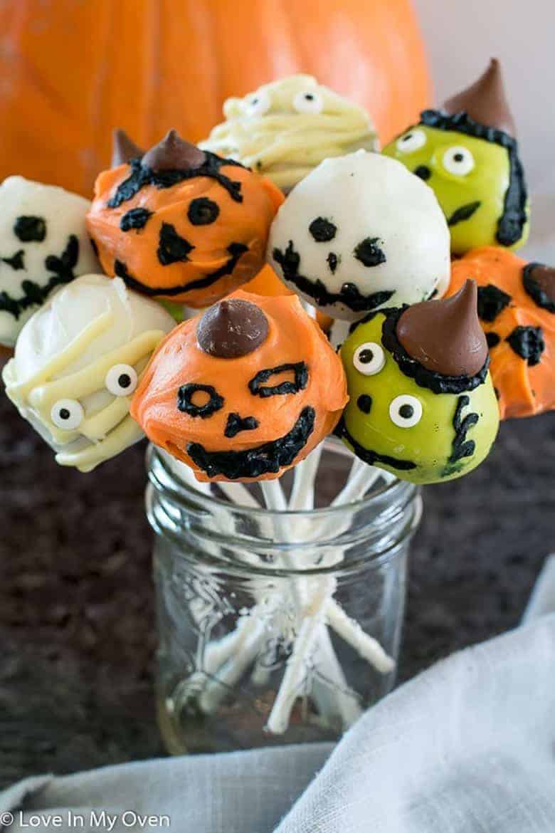 Halloween Cake Pops from Love In My Oven in a mason jar