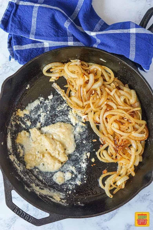 Making the onion gravy