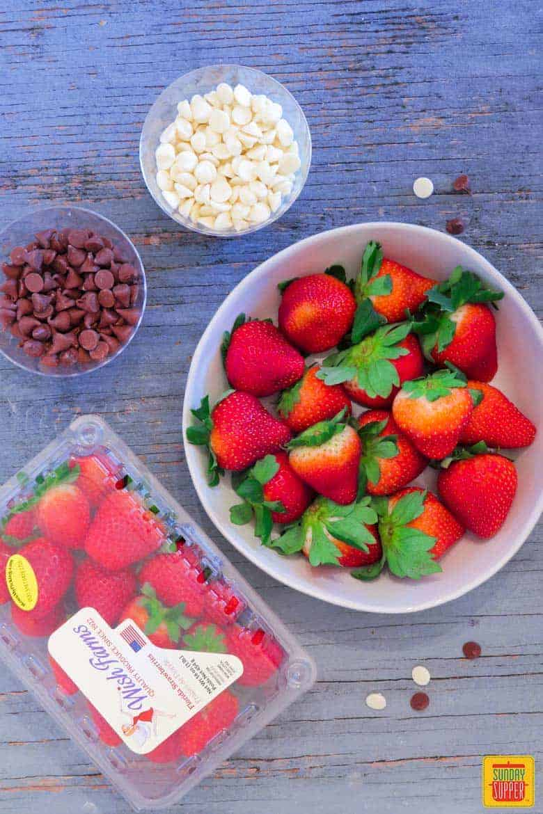 How to Make Chocolate Covered Strawberries: Ingredients for chocolate dipped strawberries