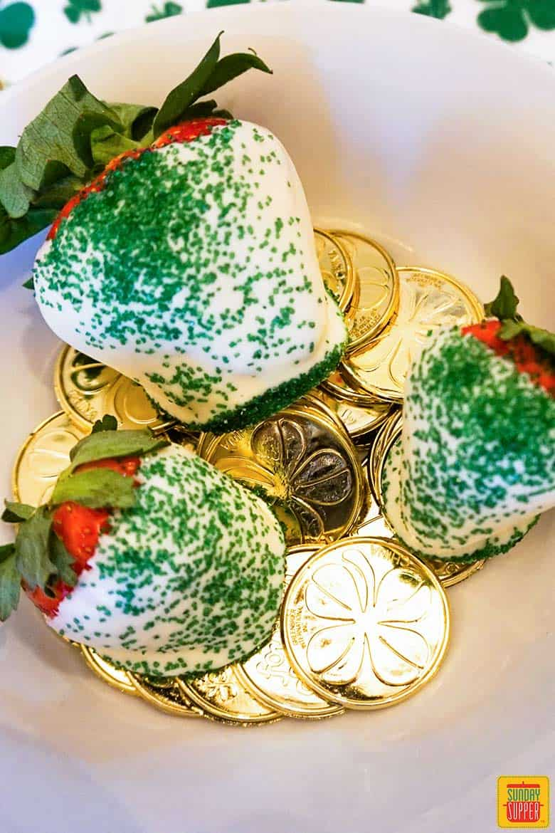 How to make chocolate covered strawberries: St. Patrick's Day chocolate dipped strawberries