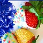 Save How to Make Chocolate Covered Strawberries on Pinterest