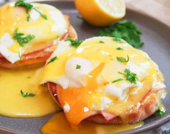 How to poach an egg: Close up of eggs benedict with runny poached egg