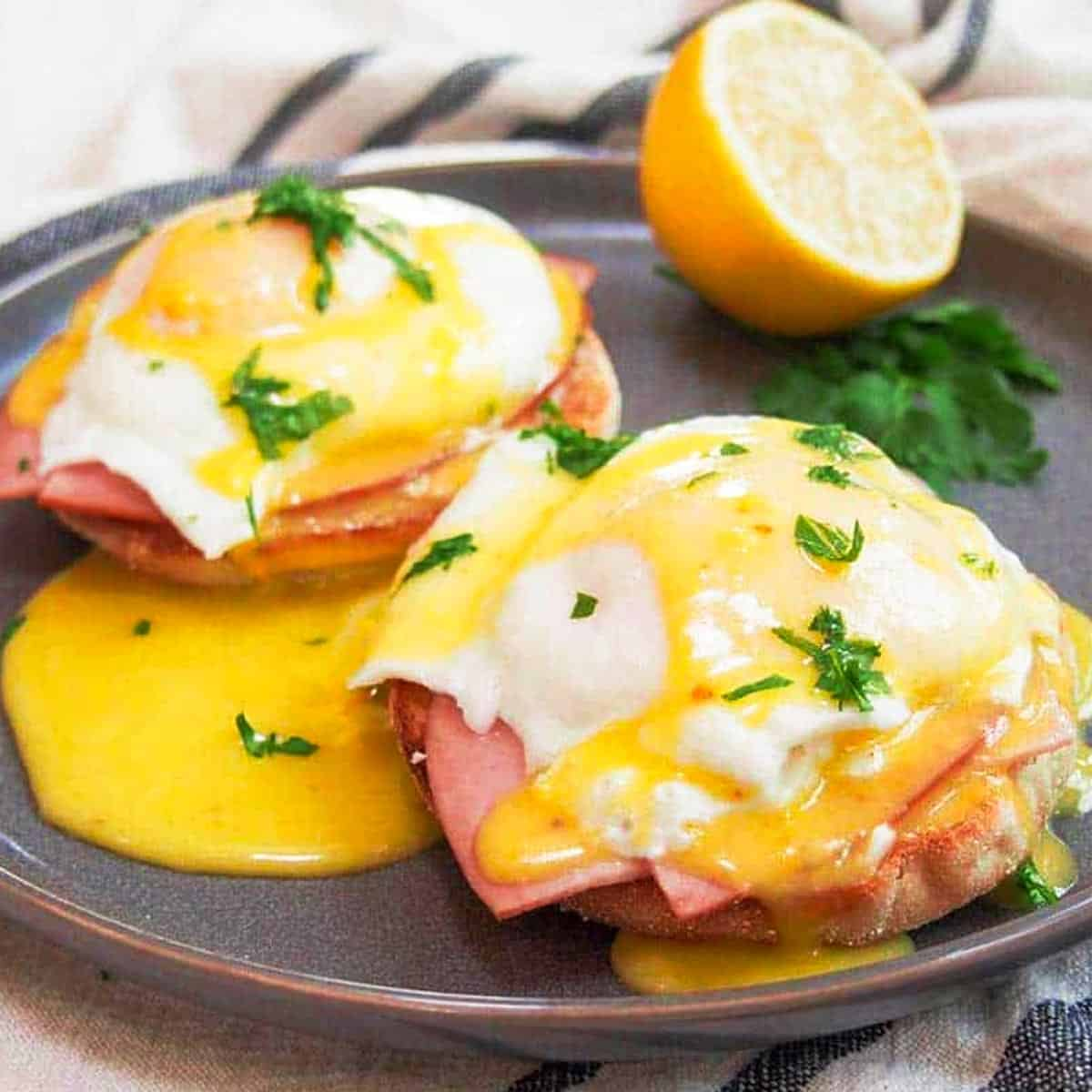 Eggs benedict on a plate - how to poach an egg