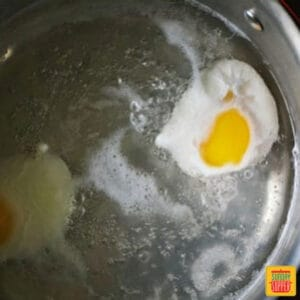 How to poach an egg: eggs in water