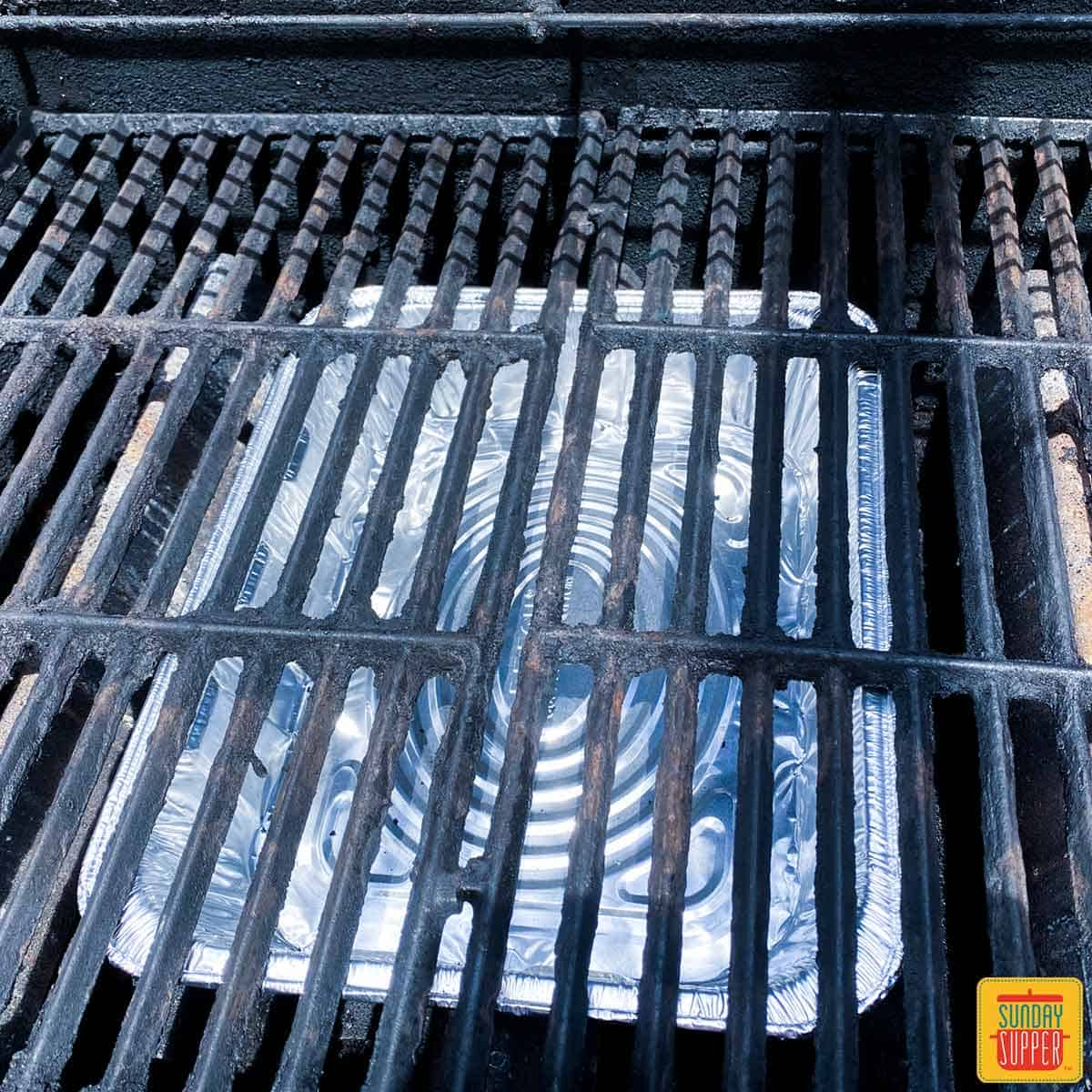 Aluminum tray under grill rack