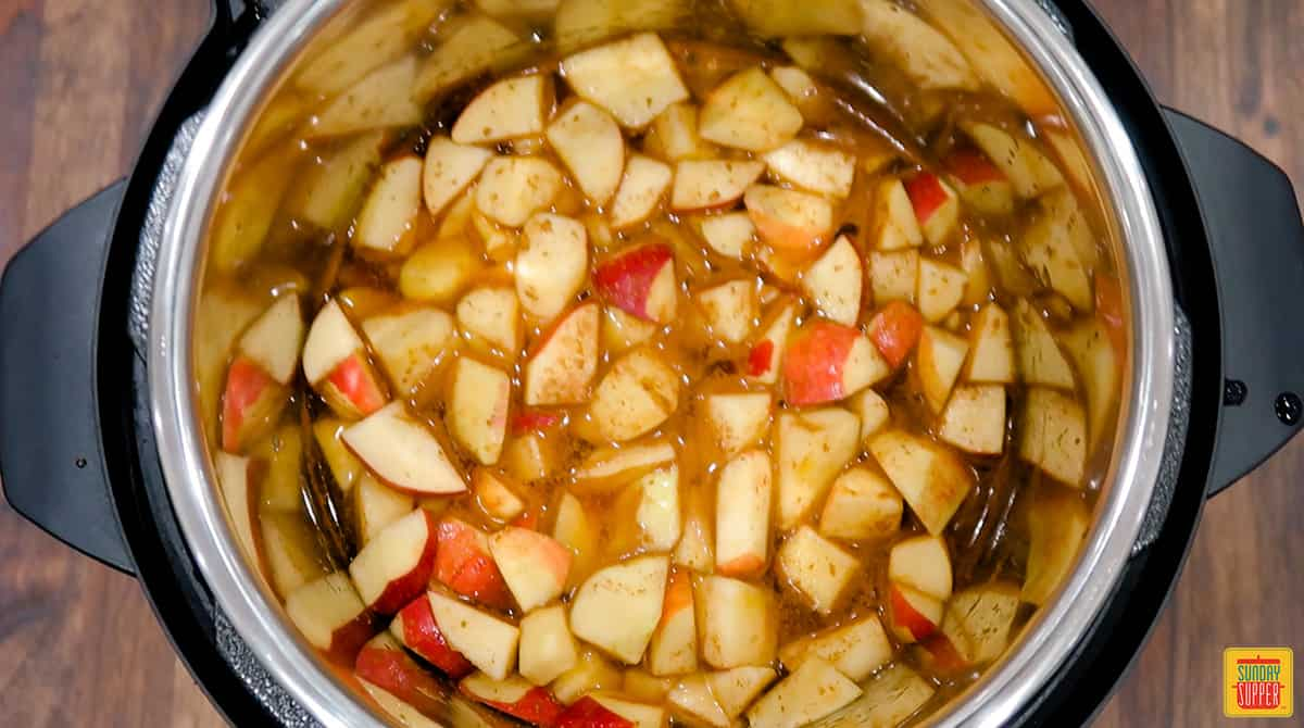 Apples with seasoning in instant pot
